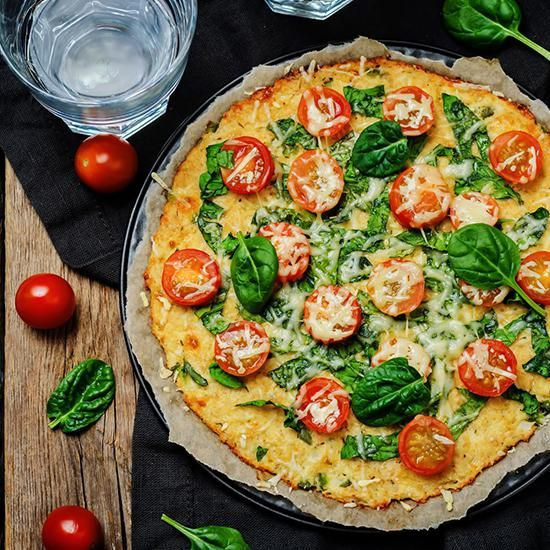 Pizza tomate épinard en croûte de chou-fleur | Bio c' Bon votre supermarché pour un quotidien bio enfin accessible