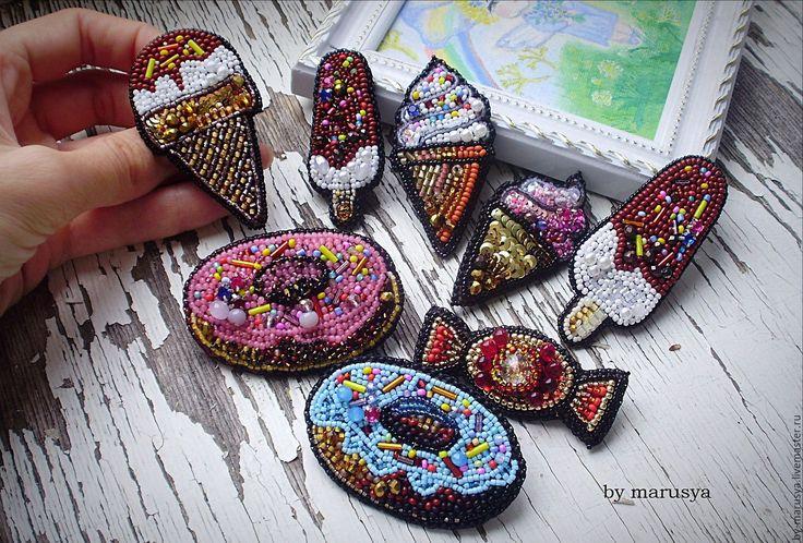 Купить брошечки - комбинированный, брошки, авторская работа, бисер, кристаллы, пайетки