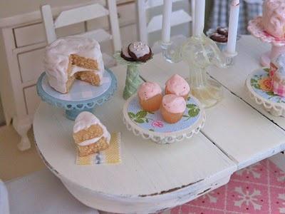 miniature cake and cupcakes