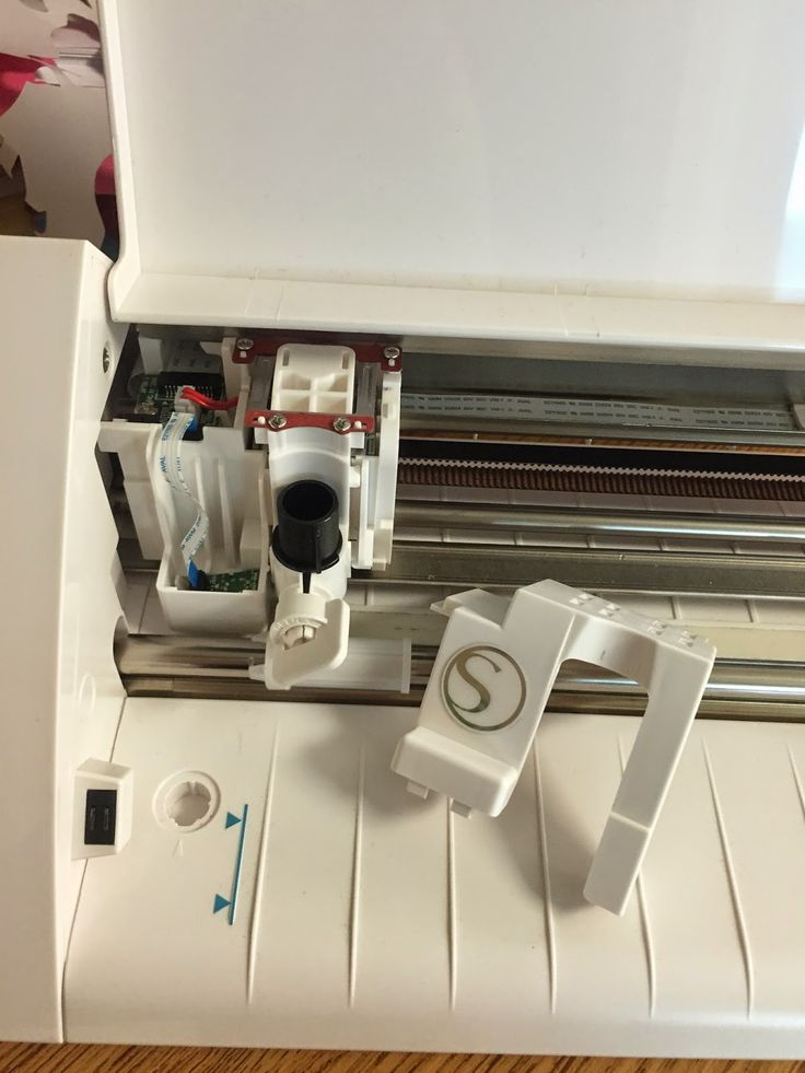 Having problems with your new Silhouette Cameo? Me too. Read about it here.