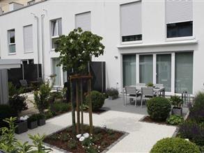 ein kleiner reihenhausgarten mit knapp 60 m² fläche | garten, Garten seite