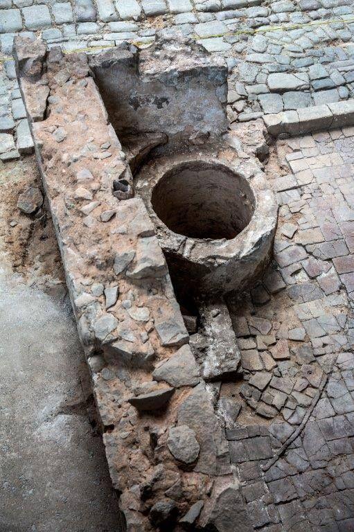 """#ArqueoBorn Pou de la casa on vivia la Rosa Serra amb els seus quatre fills al jaciment d'#ElBornCCM. La Rosa era la vídua del sastre Josep Serra. L'any 1716 la casa va ser catalogada pel cadastre com a """"casolot"""", és a dir com a casa en runes."""