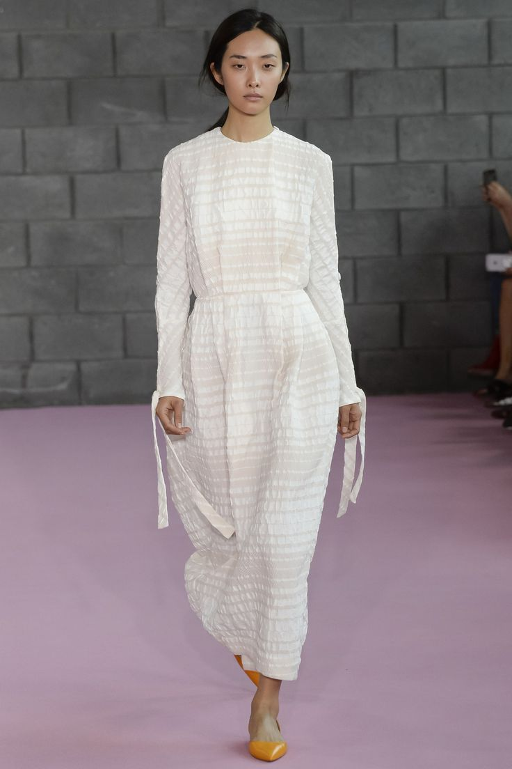 Emilia Wickstead Spring 2016 Ready-to-Wear Fashion Show