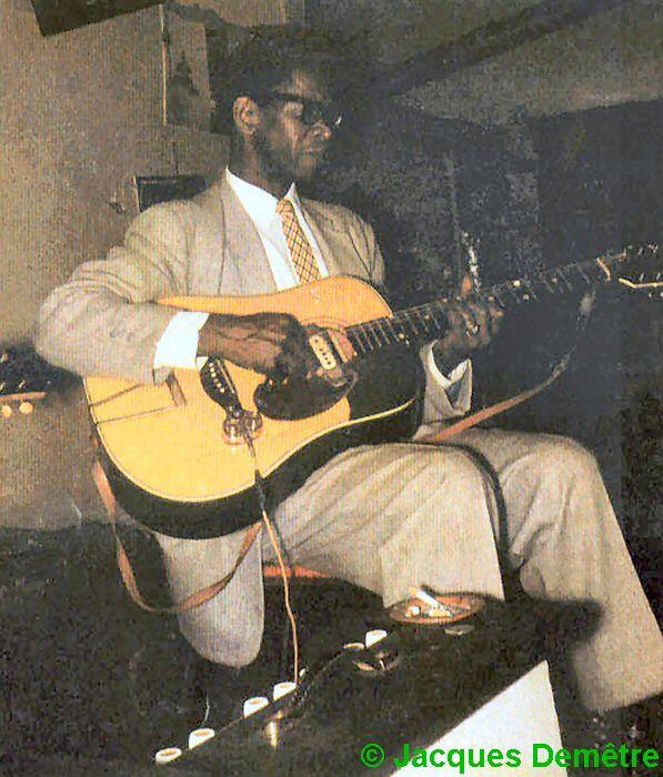 Elmore James at Charlie's Lounge, 1811 West Roosevelt Road, Chicago, 1959; source: Back cover of Soul Bag #94 (May 1983); photographer: Jacques Demêtre