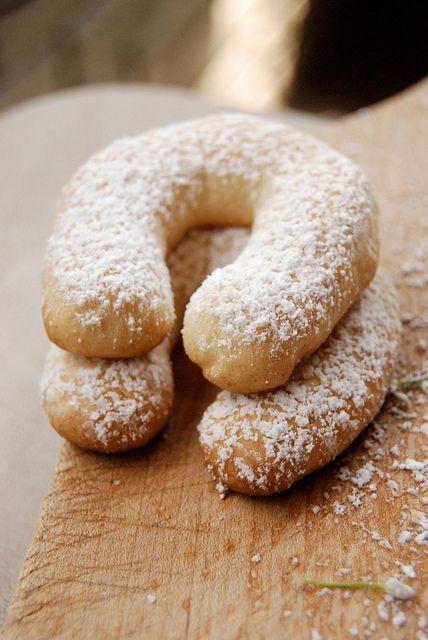 almond horns bake at 350 mandelhoernchen chocolate dipped almond horns ...