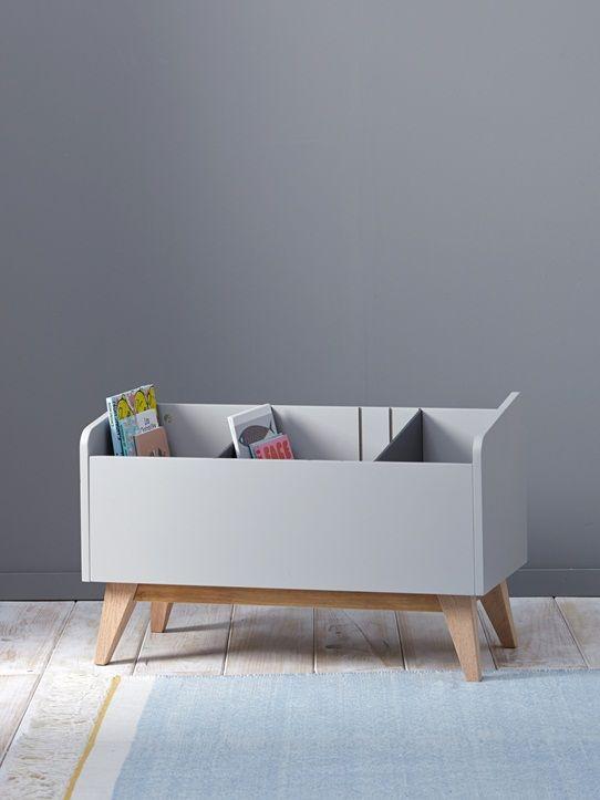 Un petit meuble retro tendance pour diversifier les rangements dans la chambre ou la salle de jeux. Sans ses compartiments, ce bac à livres se transfo