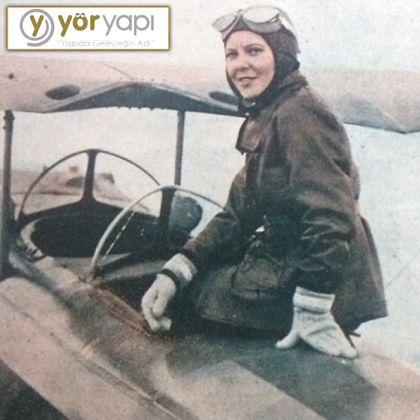İlk kadın savaş pilotu Atatürk'ün manevi kızı olan Sabiha Gökçen'dir. (Sabiha Gökçen 2001 yılında vefat etmiştir.) #TarihtenBilgiler #Tarih #ilkkadınpilot #SabihaGökçen #pilot #uçak #YörYapı #YörGroup