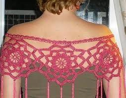 blog http://www.entreciriosyvolantes.com/tag/mantoncillos-de-crochet/ os recomiendo que le echéis un vistacillo...