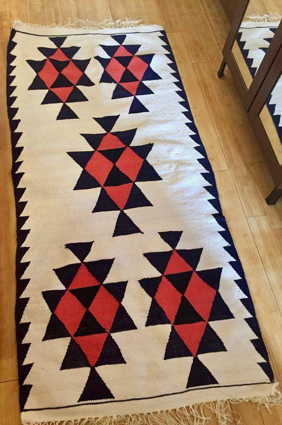 tapis berb re margoum blanc cass bleu artisanat tunisien. Black Bedroom Furniture Sets. Home Design Ideas