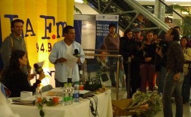 Programa Radial La FM de RCN, Entrega de Flores a oyentes en Bogota, By MY Group Eventos