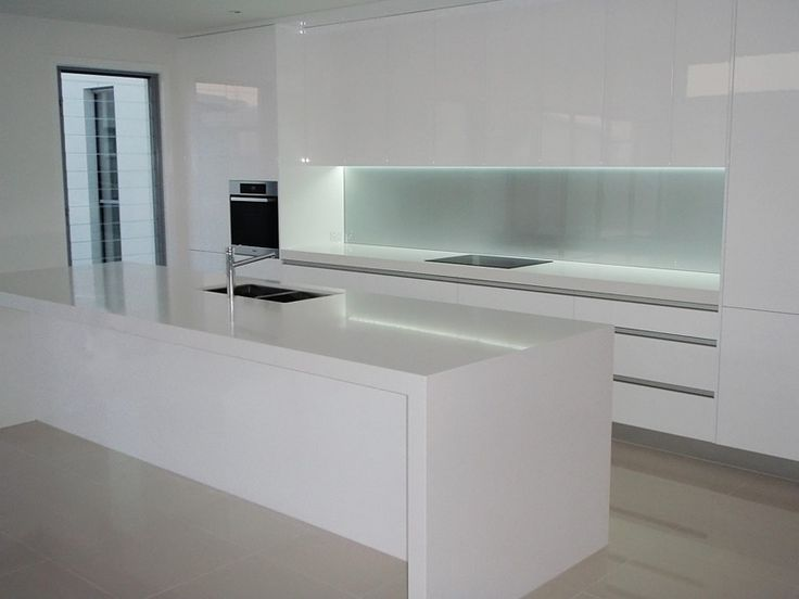 Black & white gloss 2pak kitchen with white benchtops