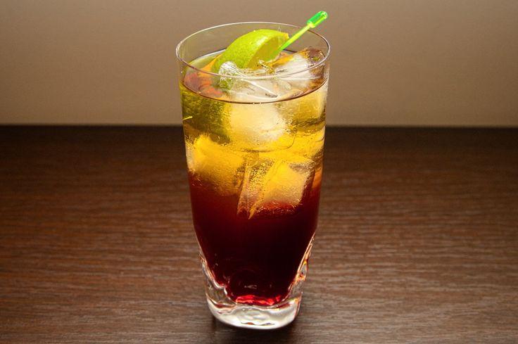 Woo Woo to kolejny drink na bazie wódki. W jego skład wchodzi również: likier brzoskwiniowy i sok żurawinowy. Dodając do niego dodatkowo sok pomarańczowy uzyskalibyśmy Sex On The Beach. Woo Woo najlepiej jest podawać w wysokiej szklance i ćwiartką limonki jako ozdobą. Odpowiednio przygotowując ten drink, możemy uzyskać dwie warstwy: czerwoną na dole i lekko pomarańczową na górze.