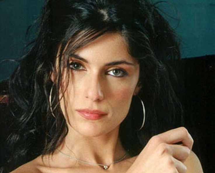 Anna Valle. Attrice.