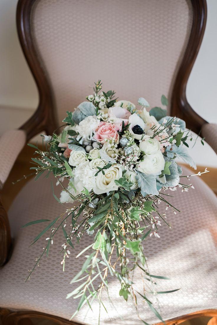 INNA Studio_bridal bouquet / bukiet ślubny / zimowy bukiet / jaskry / anemony / fot. Aga Bondyra Fotografia