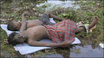 dead children tsunami victims 2004     tamil