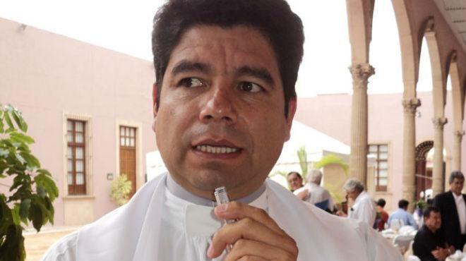 Detienen a párroco acusado de abuso sexual en Irapuato - http://www.notimundo.com.mx/estados/parroco-acusado-abuso-sexual-irapuato/
