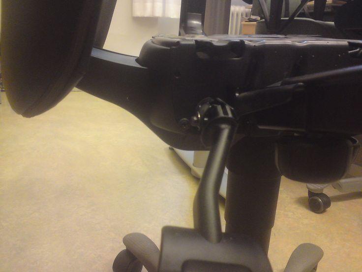 Hade man varnat de anställda så hade ingen skadats. Hade man bara vänt på stolen och tittat på färgen på stoppklotsen så hade man direkt kunnat avgöra om stolen är OK eller farlig.