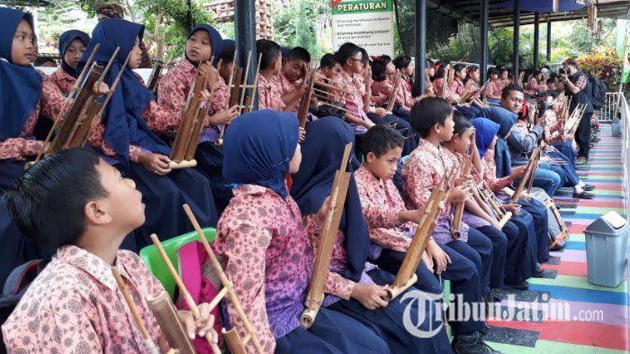 120 Siswa SD di Batu Ramaikan Peringatan Hari Angklung Nasional di Predator Fun Park