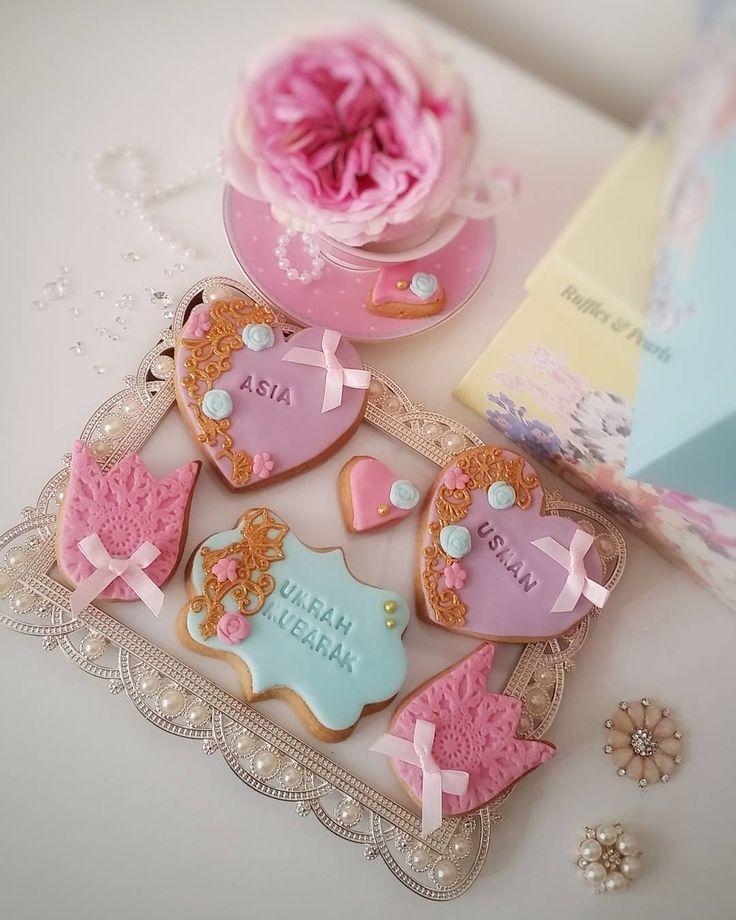 678 отметок «Нравится», 20 комментариев — Ruffles & Pearls Cake Co. (@rufflesandpearls) в Instagram: «Love this pretty colour palette.  Umrah Mubarak cookies for Asia and Usman.  #eastlondonbaker…»