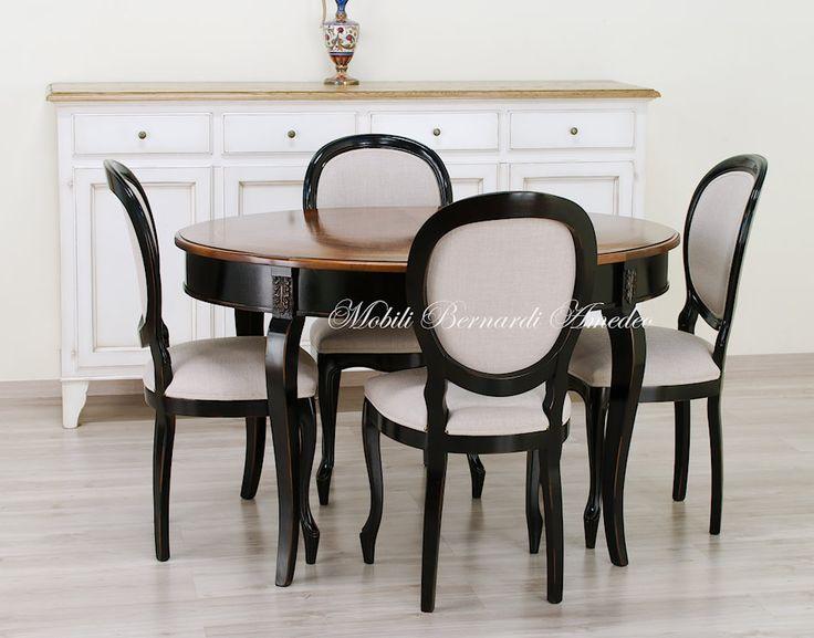 Tavolo ovale allungabile 130x100 con finitura bicolore nero anticato, piano in noce nazionale. Sedie Luigi Filippo nere con schienale e seduta imbottiti.