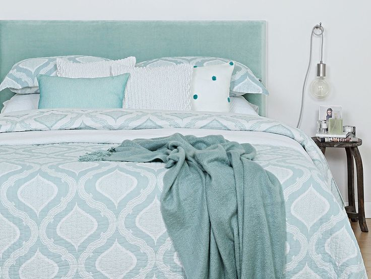 CoverQuick Headboard Queen - Freshen up your bedroom with this uplifitng aqua & white colour pallette