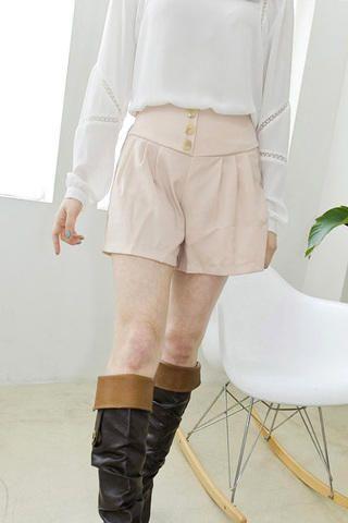 Korean fashion 3 button vintage short skirt pants from Kakuu Basic. Saved to Kakuu Basic Blouses & Shirts.
