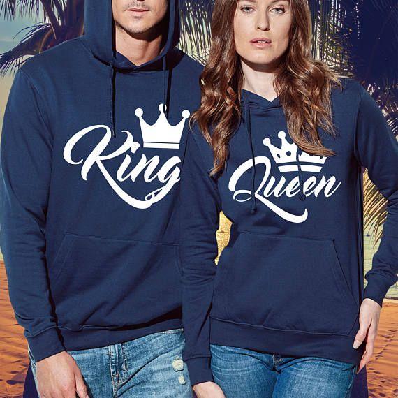 Rey y la reina regalo camisas para parejas puede mostrar su otra mitad, cuánto te gusta él o ella. Juego pareja de camisas con diseño único es una increíble para parejas. IMPORTANTE: COMPRUEBE POR FAVOR LA CARTA DEL TAMAÑO ANTES DE ORDENAR! Sudaderas de rey y la reina de alta calidad de