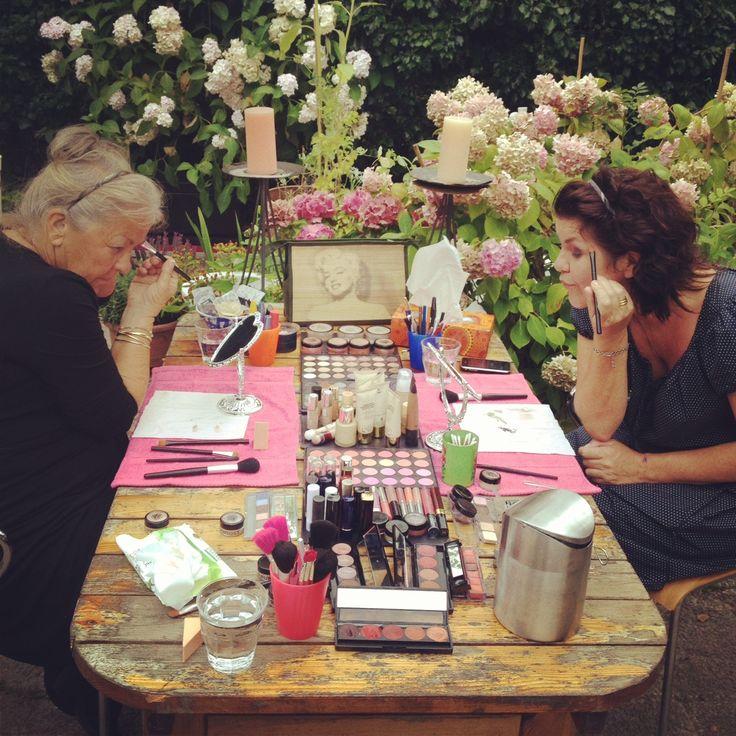 Visagieworkshops ,ook op locatie altijd een leuke Make-Up tafel MAKEUPBOOST.NL