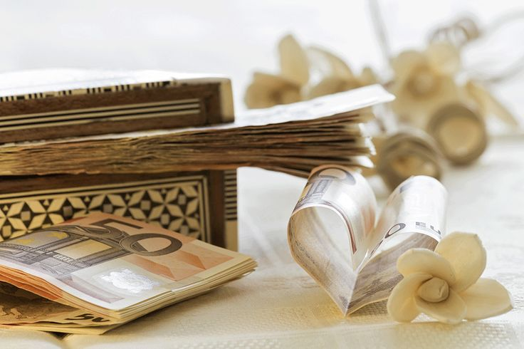 Wedding gift - ideas and etiquette. For more information visit www.smartgroom.com #gifts #weddinggifts #weddingplanning