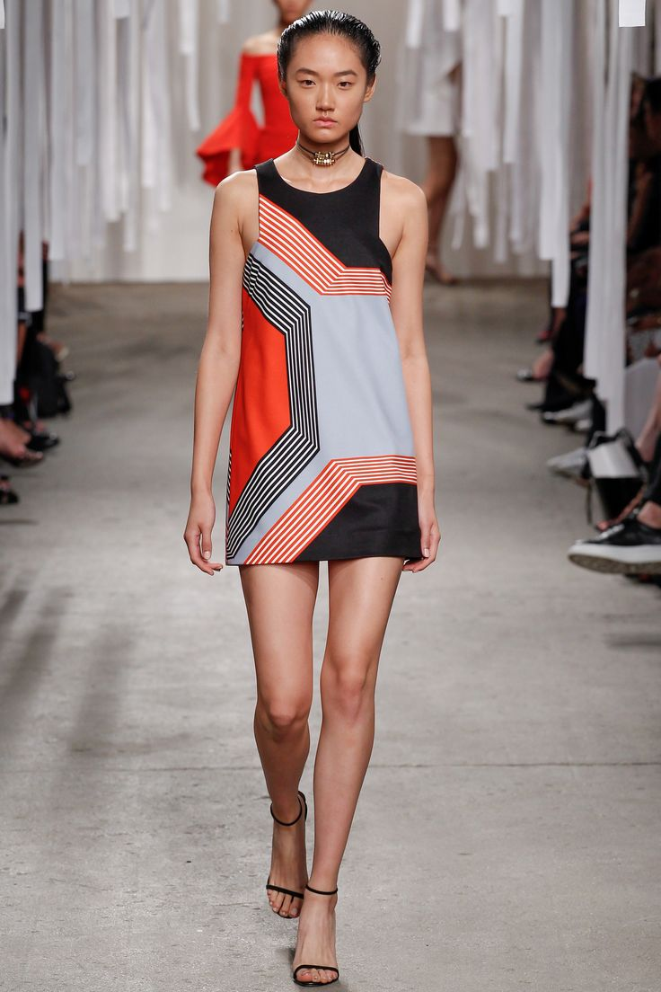 Similar geometric print is applied to a mini dress. Simplistic silhouette stands out with the use of the print. <Look 31>