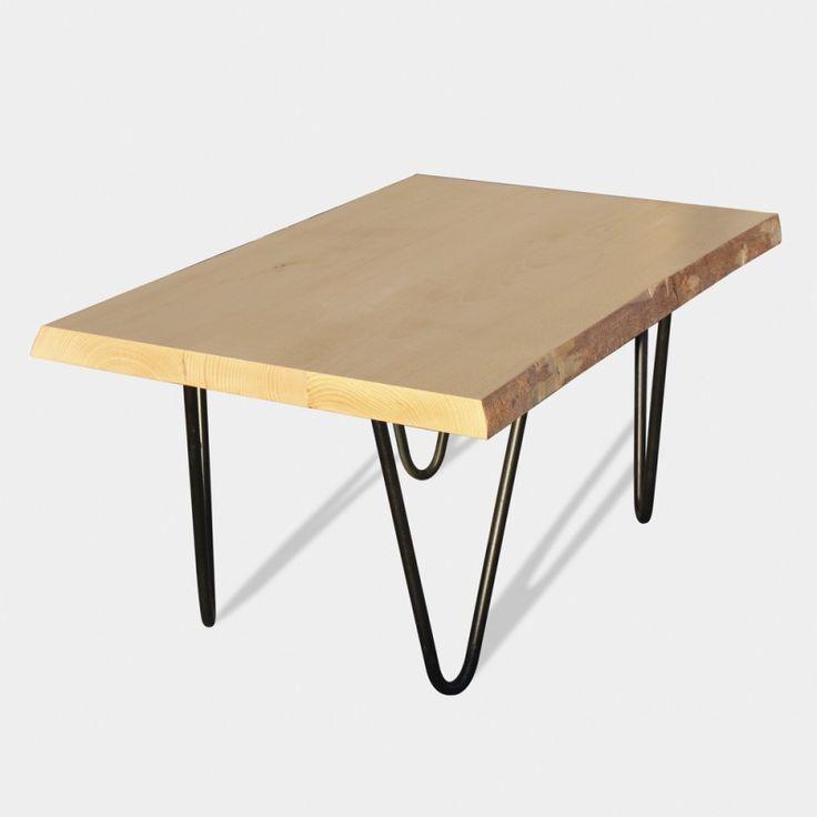 Mesa de centro estilo industrial fabricada en madera de haya con patas de hierro macizo