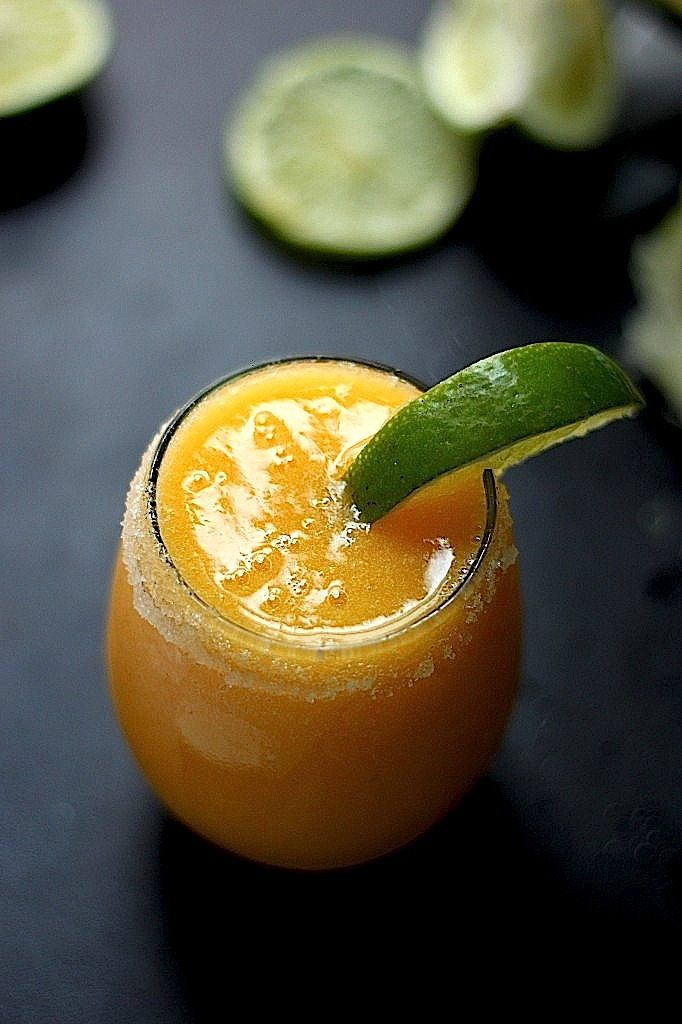 The Best Fresh Mango Margaritas! Can you believe these are ready in just minutes?! A MUST PIN cocktail recipe!