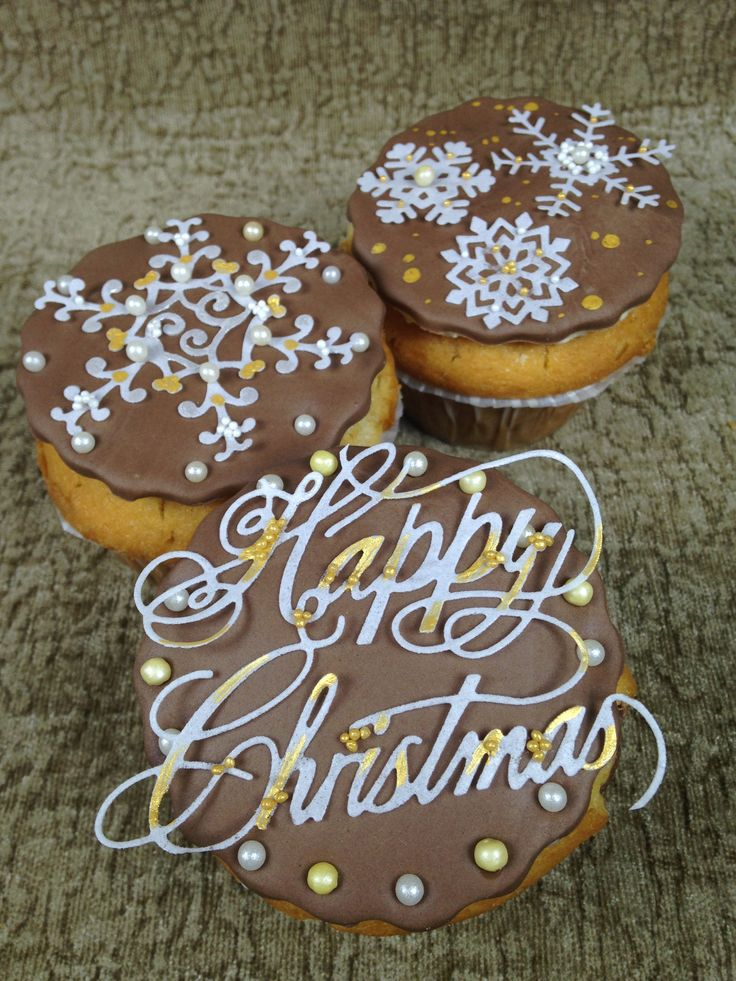 Christmas is on its way and what better way to decorate your cakes than with our festive cake dies? Makes writing on cakes effortless by die cutting edible wafer into a 'Happy Christmas' design. The paper can be coloured with edible lustres, paints and more.