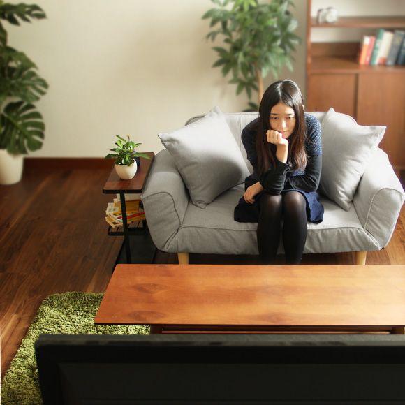 解説 左右の肘置き、背もたれにそれぞれ5段階に角度を調節できるリクライニング機能をもったソファ。コンパクトなのでプライベートルームやワンルームでも圧迫感を感じさせません。 (リクライニングソファ/リビングソファ/sofa)  寸法 約幅120cm×奥行65cm×高さ60cm 座面幅/約85cm --> 材質 張り地/アクリル ポリエステル 綿(ファブリックタイプ)、PVC(PVCタイプ) スチールパイプ、ウレタンウォーム、ウレタンチップウォーム リクライニング箇所 左右肘置き、背もたれ各5段階 備考  完成品(脚のみお客様取り付けとなります。)  ※配送時間帯は「午前」「午後」のみ指定可能となります。