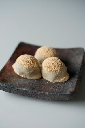 Japanese Uguisu Mochi with Azuki Bean Filling - spring inspiration 鶯餅