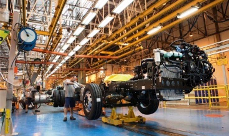 Produção de chassis de ônibus cai 13% em 2016 -   A produção de chassis de ônibus no Brasil teve declínio de 13% em todo ano de 2016 na comparação com 2015, segundo balanço divulgado na última quinta-feira, 05, pela Anfavea- Associação Nacional dos Fabricantes de Veículos Automotores.  Em 2016, saíram das linhas de montagem, 18 mil 711 - http://acontecebotucatu.com.br/geral/producao-de-chassis-de-onibus-cai-13-em-2016/