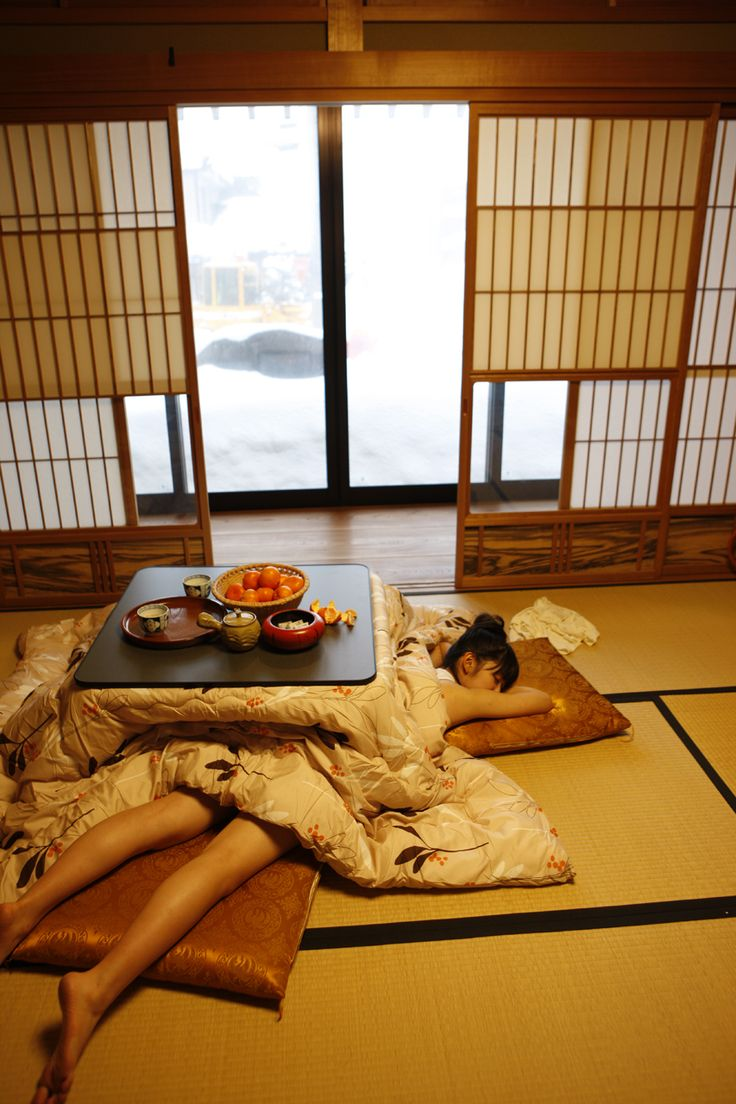 how to say sit under a kotatsu in japanese