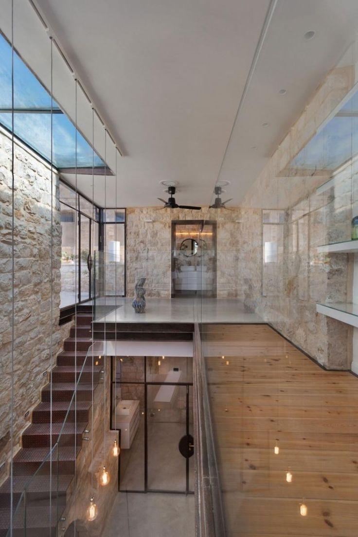Glasgeländer und Dielenboden am Dachgeschoss