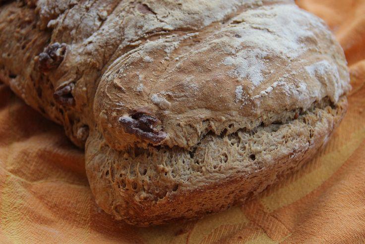 Pain de tradition française aux noix réalisé à la main