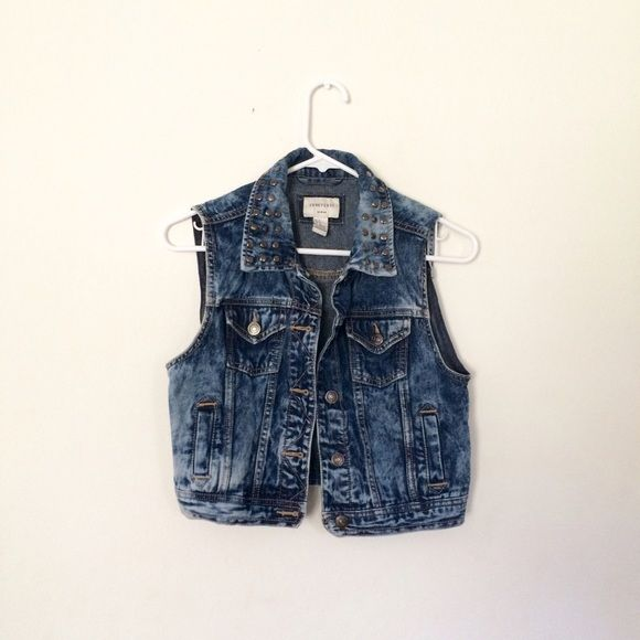 ACID WASH DENIM VEST This Vest honestly is a perfect match for any kind of outfit!! it is cool and still in perfect condition! Forever 21 Jackets & Coats Vests