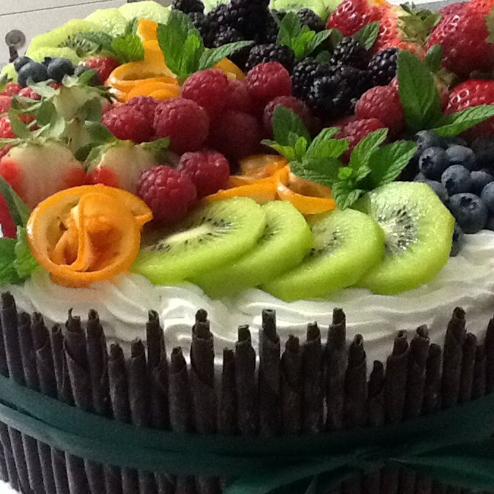 Choco cake with fresh fruits