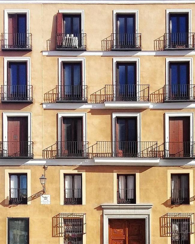 Binaların Kapı ve Pencereleriyle Simetrik Fotoğraflar Çeken Sanatçıdan 30+ Çalışma Sanatlı Bi Blog 47