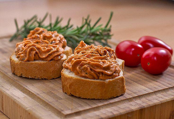 Brotaufstrich mediterraner Art, ein raffiniertes Rezept aus der Kategorie Käse. Bewertungen: 143. Durchschnitt: Ø 4,5.