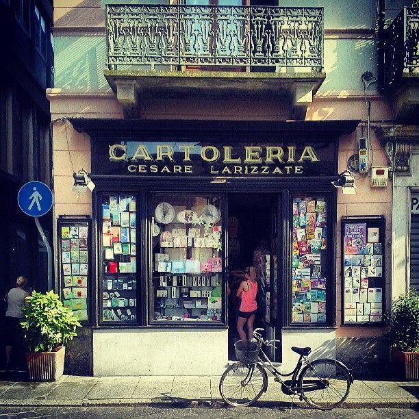 """Cartoleria Cesare Larizzate, Vercelli, Italy  @Carlos Navarro García berenguez's photo: """"Compiti per le vacanze"""""""