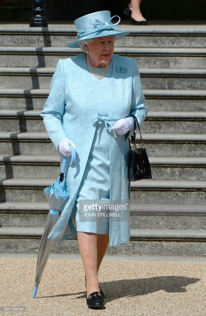 Britain's Queen Elizabeth II arrives for a garden party at Buckingham Palace in London on June 1, 2017.  / AFP PHOTO / POOL / John Stillwell        (Photo credit should read JOHN STILLWELL/AFP/Getty Images)