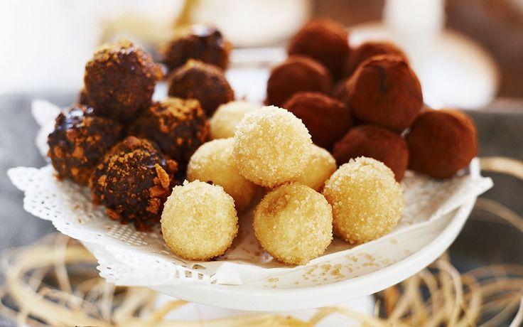 Ljuvlig saffranstryffel med vit choklad och honung som rullas i råsocker. Dessa tryfflar kräver lite planering och framförhållning – men det är det värt. Mums!