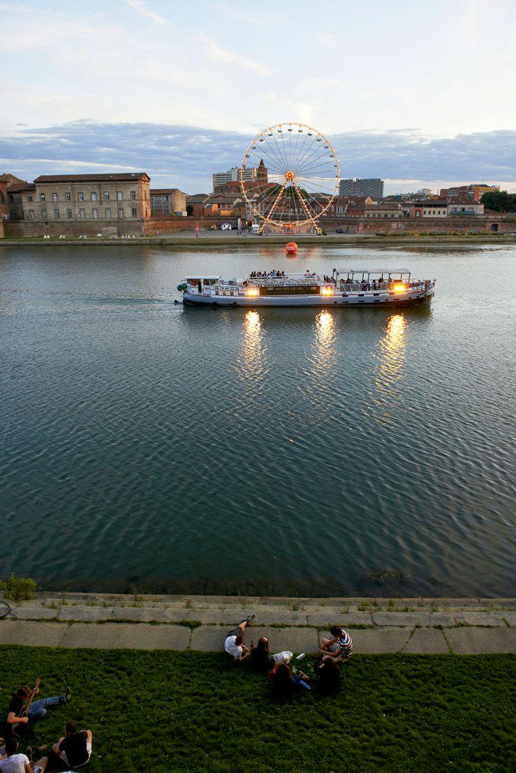 Visitez Toulouse en péniche : des croisières commentées sur le canal du Midi et la Garonne, à bord des bateaux toulousains Capitole, Baladine et Baladine 2. © D. Viet #visiteztoulouse #boat  #cruise