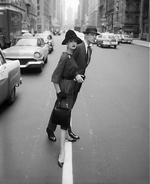hollyhocksandtulips:  New York, 1950s Photo by William Helburn