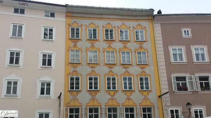 Salzburg, Mozarts Geburtshaus, Rückseite vom Universitätsplatz aus gesehen.