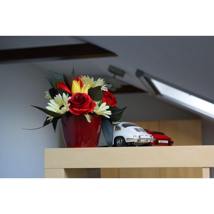 Aranjament flori artificiale si plante uscate in vas ceramic